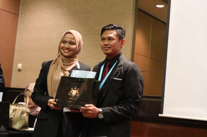 Mahasiswa UM Surabaya menjadi Presenter di 7th Johor International Student Leaders Conference (JISLC 2020) Johor Bahru, Malaysia.